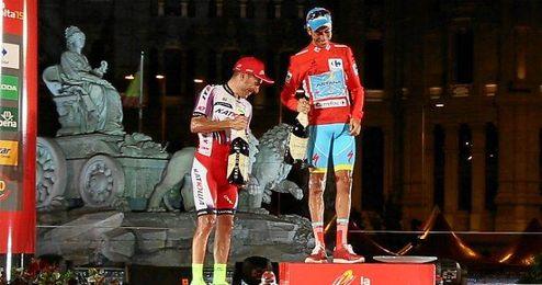 Fabio Aru y Purito Rodr�guez en el podio de la Vuelta 2015.