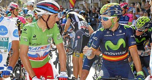 Purito y Valverde charlan antes de una etapa.