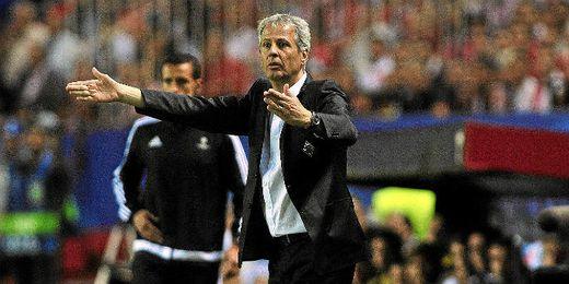 Favre, en un momento del duelo Sevilla-Gladbach.