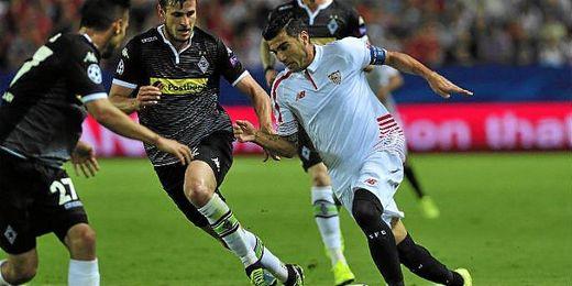 El Sevilla, en su partido contra el Gladbach de Champions.