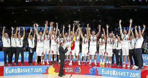 Los jugadores de España celebran su victoria en la final del Eurobasket.