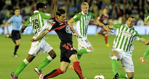Último encuentro entre el Real Betis y el Deportivo de la Coruña en el Villamarín en la temporada 2012/13.