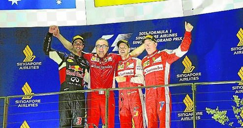 Vettel, Ricciardo y Raikkonen, en el podio del Gran Premio de Singapur disputado ayer en el circuito urbano de Marina Bay.