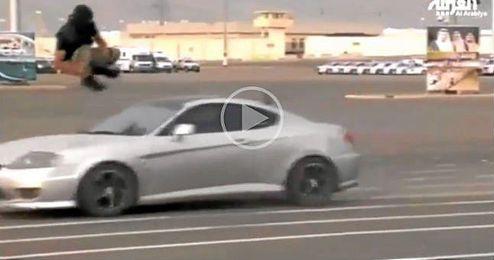(Vídeo) Salta un coche a 72 km/h