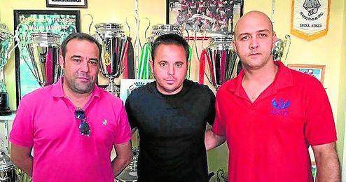 Manuel Luque lleg� el pasado verano al Cabecense procedente del Lora; en la imagen, su presentaci�n.