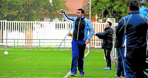 Cristian Ant�n, entrenador del Ciudad Jard�n, tras ascender a Segunda Andaluza no renuncia a nada.