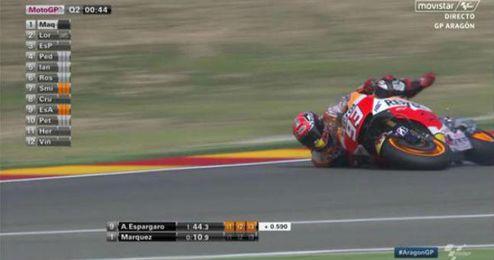 Márquez se fue al suelo por arriesgar.