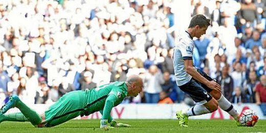 Lamela le hace el cuarto al Manchester City.