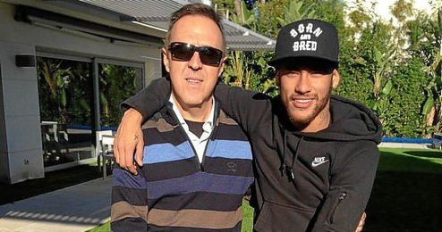 Neymar, con su agente, Wagner Ribeiro.