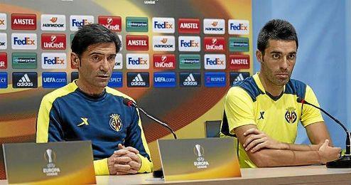 Bruno Soriano, junto a Marcelino, en rueda de prensa.