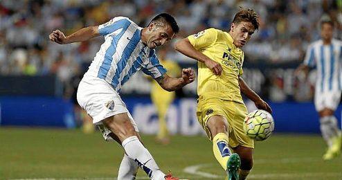 Charles y Denis Suárez en el partido disputado entre Málaga y Villarreal.