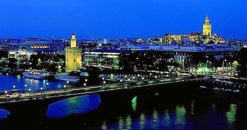 Sevilla y su noche se visten de blanco por cuarta vez ...
