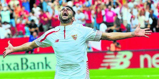 Iborra celebra su gol, el segundo del Sevilla.
