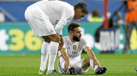 Carvajal no pudo aguantar y pidió la camilla ante el Atlético.
