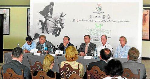 Imagen de la rueda de prensa de ayer en Pineda, que significó la presentación oficial del evento.