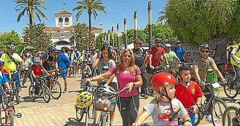 Una marcha en bici en el parque del Alamillo.