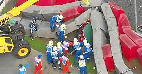 El Toro Rosso de Carlos Sainz se estrell� contra las protecciones.