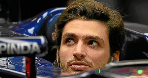 Carlos Sainz en su monoplaza de Toro Rosso.