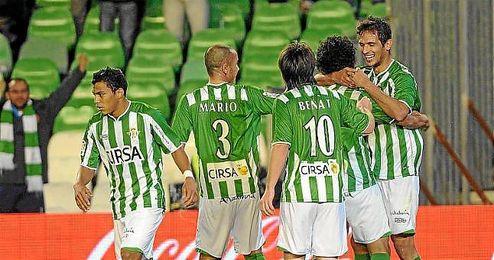 Los verdiblancos celebran un gol ante el Sporting en la campaña 11/12.