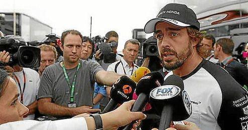 Alonso, atendiendo a los medios en Sochi.