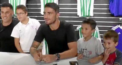 Bruno y Piccini se lo pasan bien con los aficionados (VÍDEO)