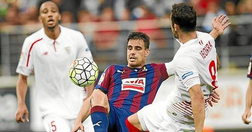 Iborra, en un lance con Dani García.
