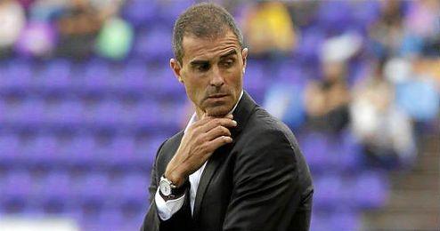Garitano dirigiendo un partido del Valladolid este temporada.