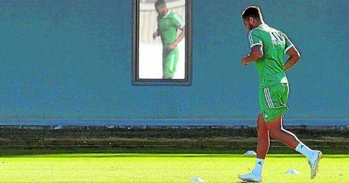 Amro Tarek en un entrenamiento con el Betis.