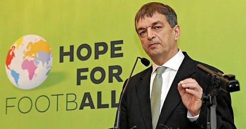 El francés expresó que no hará comentarios sobre los candidatos rivales.