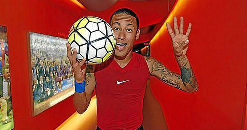 Neymar celebra sus cuatro goles al Rayo Vallecano.