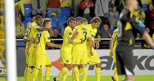 Jugadores del Villarreal celebrando un tanto frente al Dinamo Minsk.
