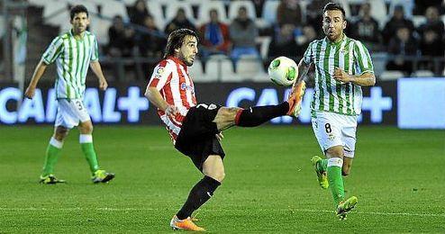 Beñat en su regreso al Villamarín con el Athletic.