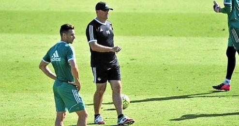 Rubén Castro, jugador del Betis, se ausentó ayer de la sesión.