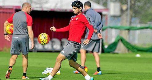 Banega, en un entrenamiento; el argentino es duda para el Villarreal.