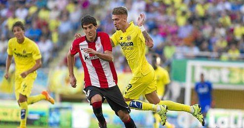 Partido de liga entre el Villarreal y el Athletic (Samu Castillejo y San Jos�).