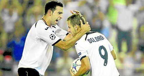 Adil Rami y Roberto Soldado defendieron juntos la camiseta del Valencia.