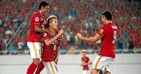 El Evergrande logra con Scolari y Robinho su quinta liga consecutiva.