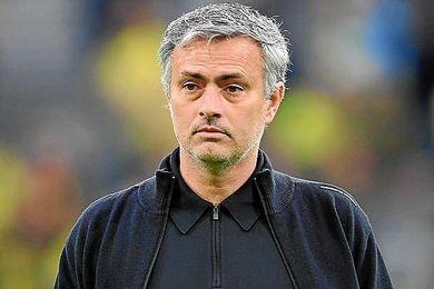 Mourinho, al borde de la destitución.