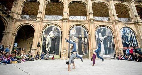 Acto del Mes de Danza en Sevilla.