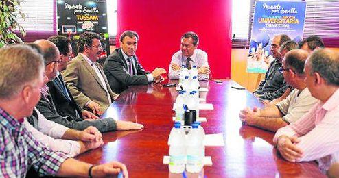 Juan Espadas reunido con Tussam.