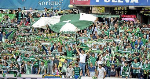 La afición del Betis en Granada.