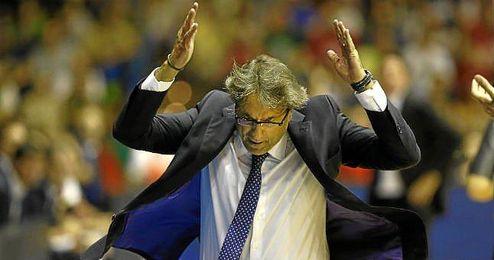 En la imagen, el entrenador del CB Sevilla Luis Casimiro.