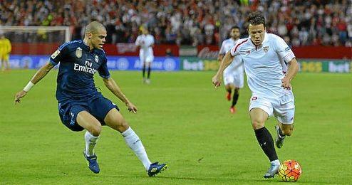 Konoplyanka, en un lance del Sevilla-Real Madrid.