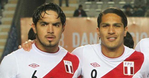 Imagen de Vargas y Guerrero con la camiseta de su selección.