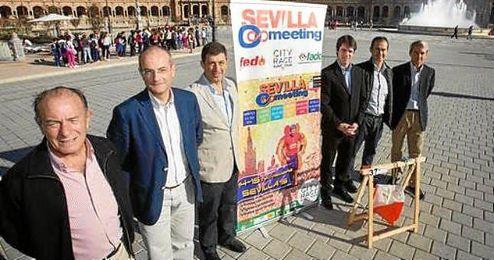 En la imagen, David Guevara (delegado de Deportes), Manuel Parrilla (delegado provincial de la Federación Andaluza de Orientación), Santiago Santiago Veloso (director de Sevilla O-Meeting), entre otros.