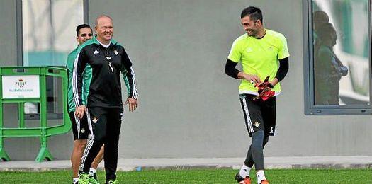 Antonio Adán y Pepe Mel.