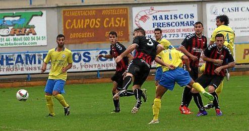 En la imagen, los defensas rojinegros Juli, Francis, Salas y Bucarat (de izquierda a derecha), autores de siete goles.