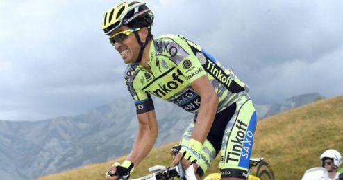 Alberto Contador en una etapa durante el Tour.