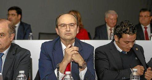 Jos� Castro y Jos� Mar�a del Nido Carrasco en la �ltima junta de accionistas.