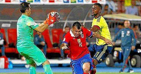 Jackson Martínez cayó lesionado ante Chile y no estará ante el Betis.